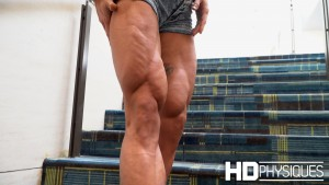 Feathered quads - super ripped!  Join HDPhysiques now for the incredible Alyssa Isley!