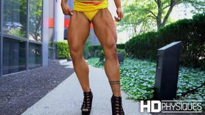 Look at those POWERFUL quads - join HDPhysiques now for the ultra-impressive Kayla Murphy!