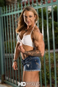 That's a POWERFUL bicep/arm right there folks!  Join HDPhsyiques now for the impressive Amanda Purnell!